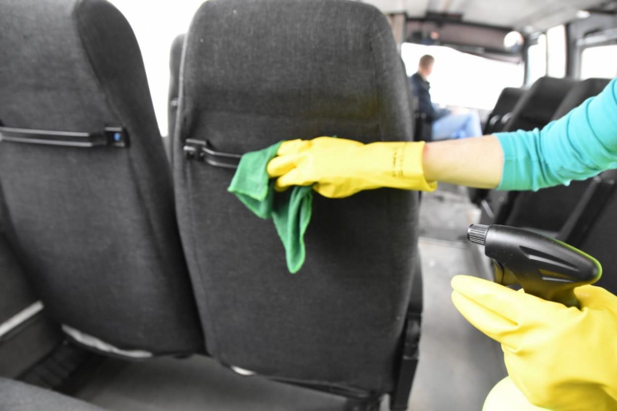 Jonavoje dezinfekuojamas viešasis transportas